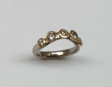 18 carat white and yellow gold, cinnamon diamonds