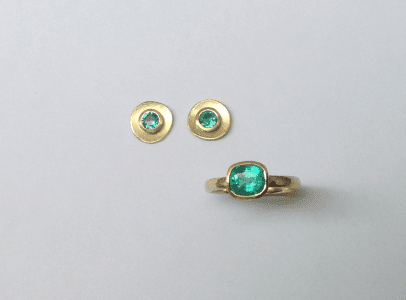 18 carat yellow gold, emerald