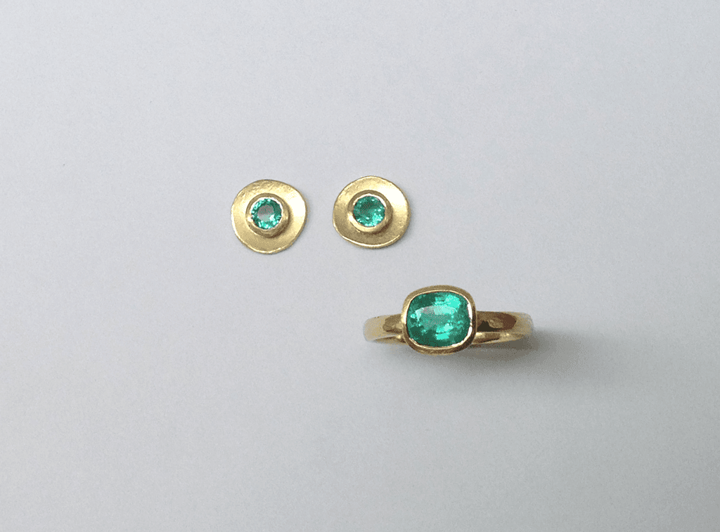 18 carat yellow gold, emerald