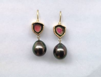 Watermelon tourmaline set in 18 carat yellow gold, dark green pink tahiti pearl