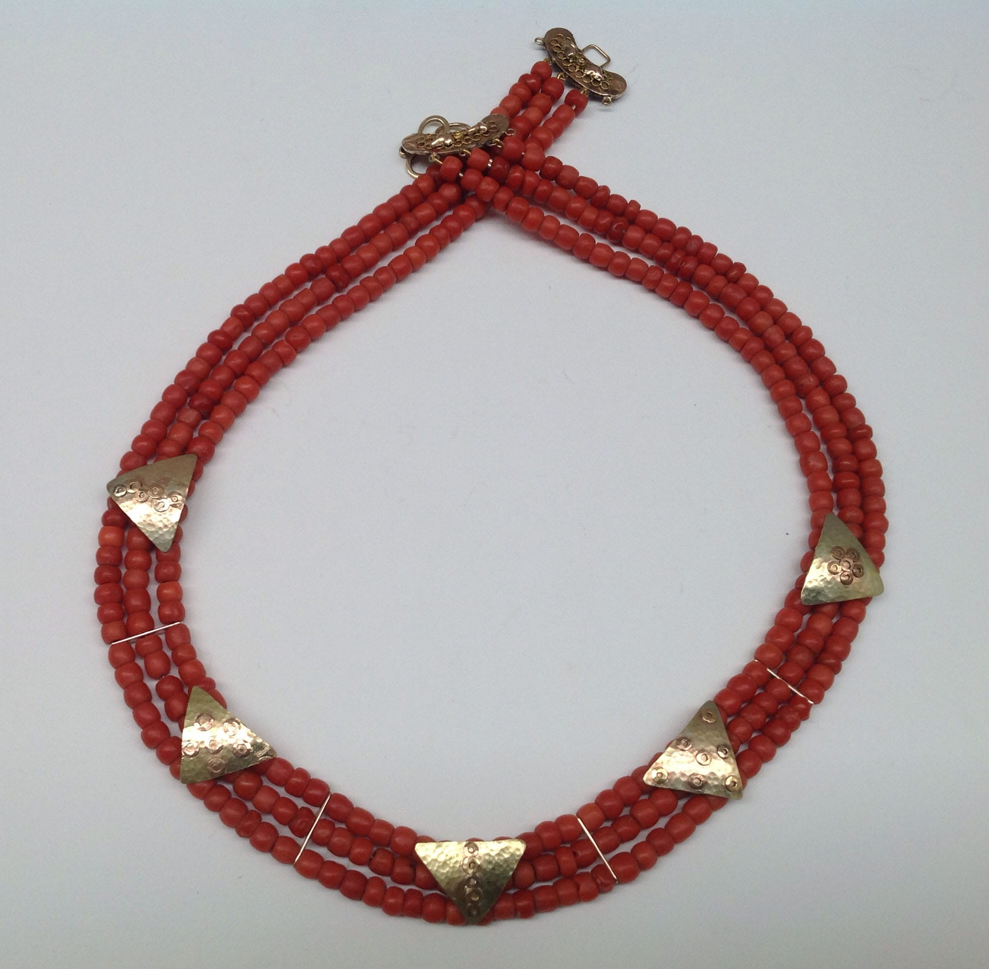 Antique coral beads, 9 carat yellow gold detail and clasp