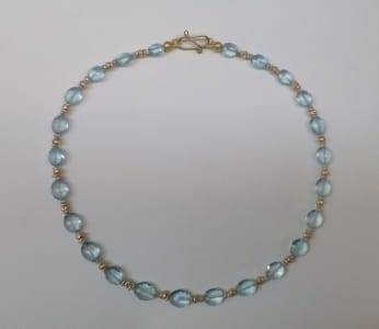 Oval faceted aquamarine beads, 18 carat yellow gold beads and clasp
