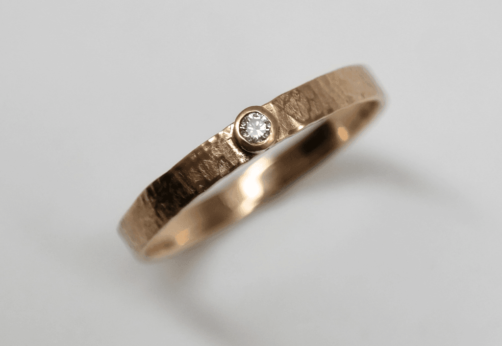 Cinnamon diamond set in 9 carat rose gold